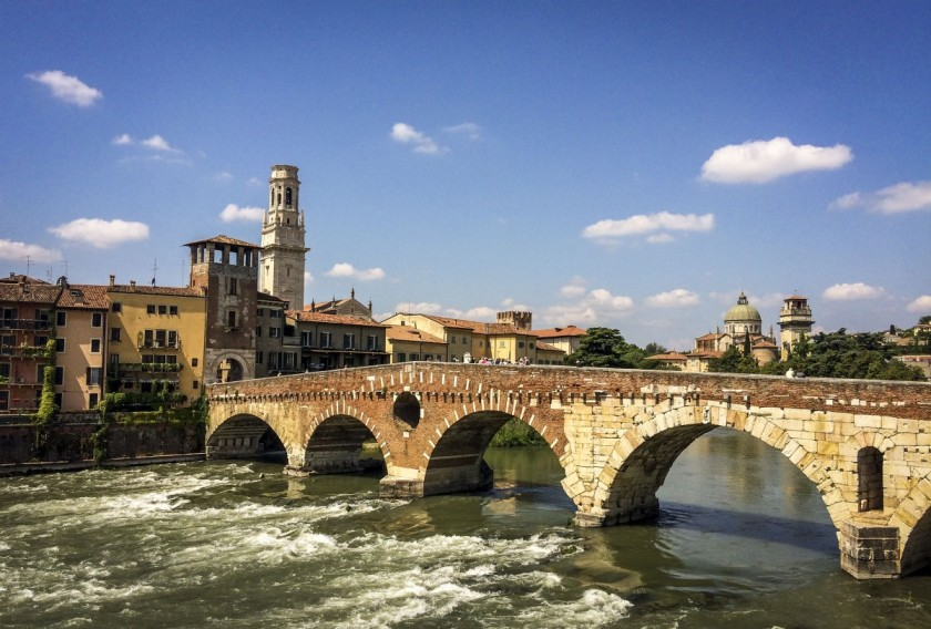 verona_city_river_church_bridge_water_stone_bridge_the_river_adige-483558
